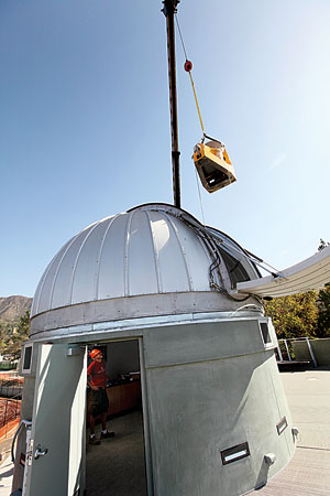 The Keck Telescope arrives at its new home.